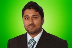 Das ist Naveed Ahmad, Geschäftsführer.
